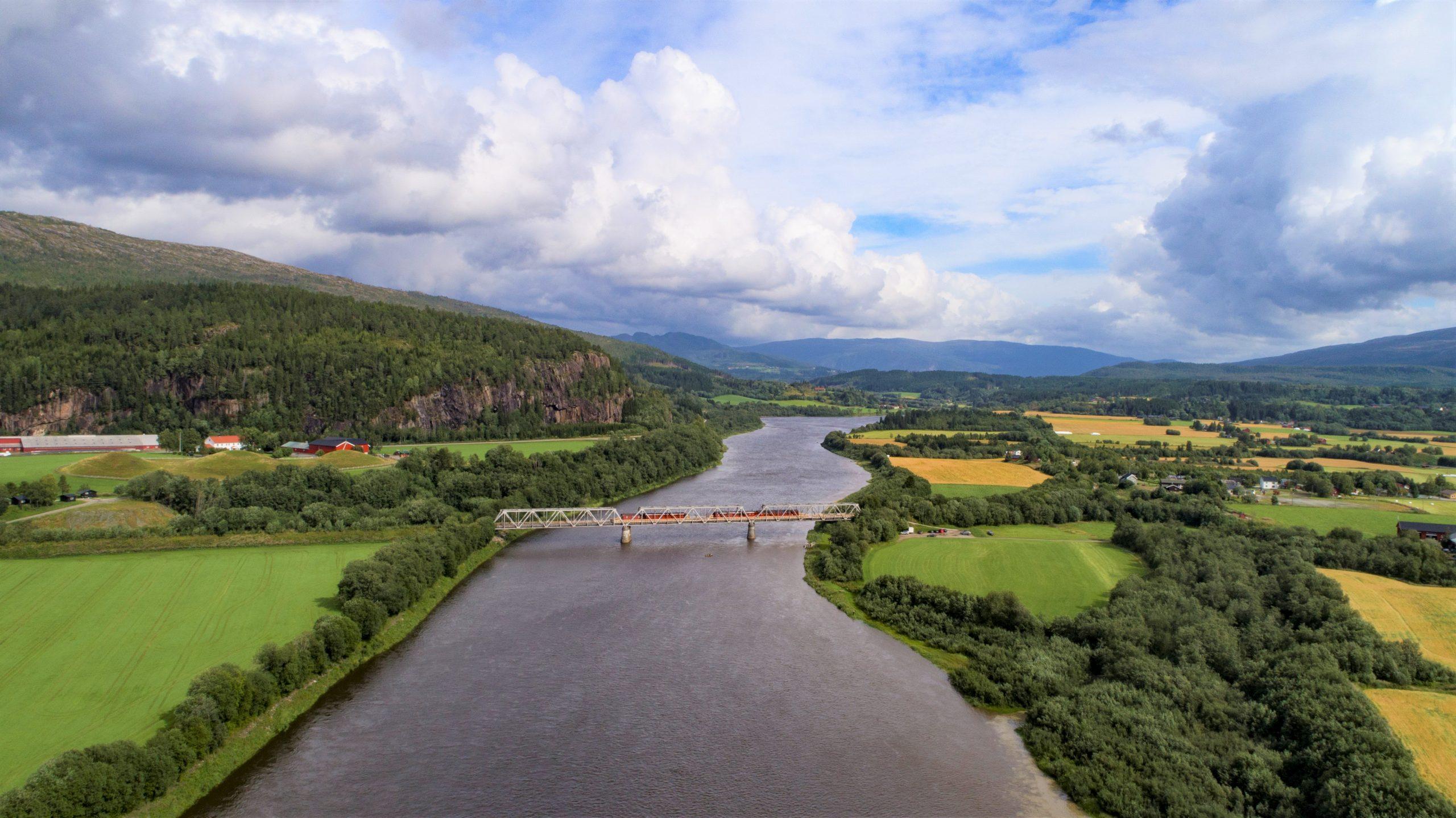 Dronebilde, fra Overhalla, illustrerer ting å se i Overhalla. Foto: Grim Berge