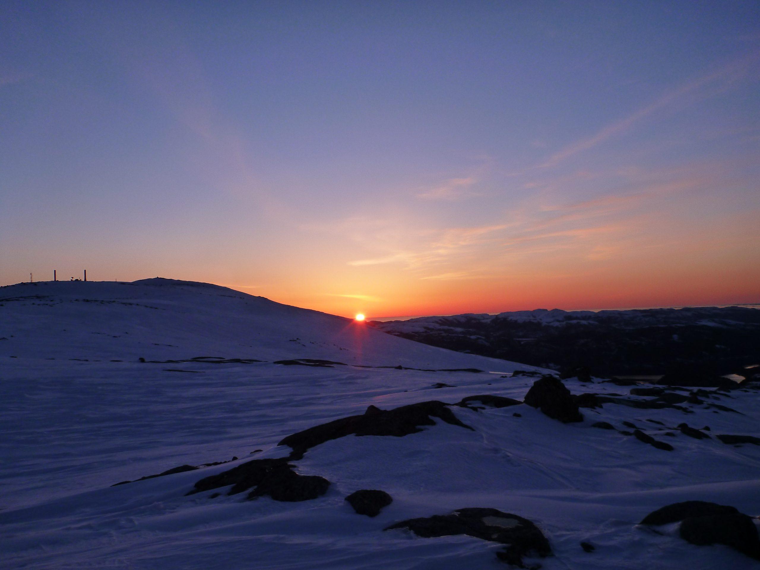 Vinterlys og solnedgang sett fra Hemna i Namsos. Foto: Bente Snildal